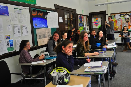 Students collaborate during a junior honors English class. Differences in grading within one level of an English class frustrate some students who take them. Photo by Ethan Roubenoff.