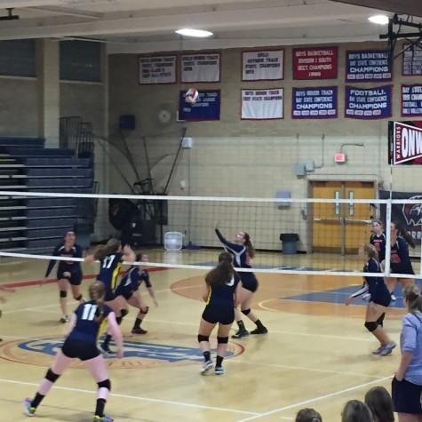 Girls varsity volleyball team falls to Needham 3-1 in their season opener