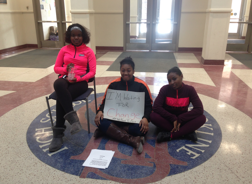 Senior+Donnaya+Brown+sits+in+protest+in+the+atrium+with+juniors+KeiAntey+Gamble+and+Destiny+David+during+C-block.+Photo+by+Kendall+McGowan%2FSagamore+staff.