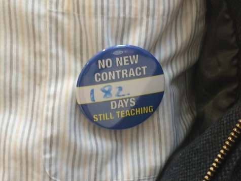 One of the buttons that teachers are wearing displaying their lack of a contract. Leon Yang / Sagamore Staff