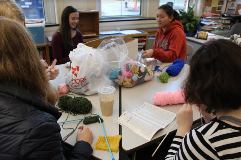 Members+of+Knitting+for+a+Cause+gather+during+X-block.+Club+members+are+currently+embarking+on+their+next+project%2C+knitting+squares+to+make+a+blanket+for+Brookline%27s+homeless.+MAYA+MORRIS%2FSAGAMORE+STAFF