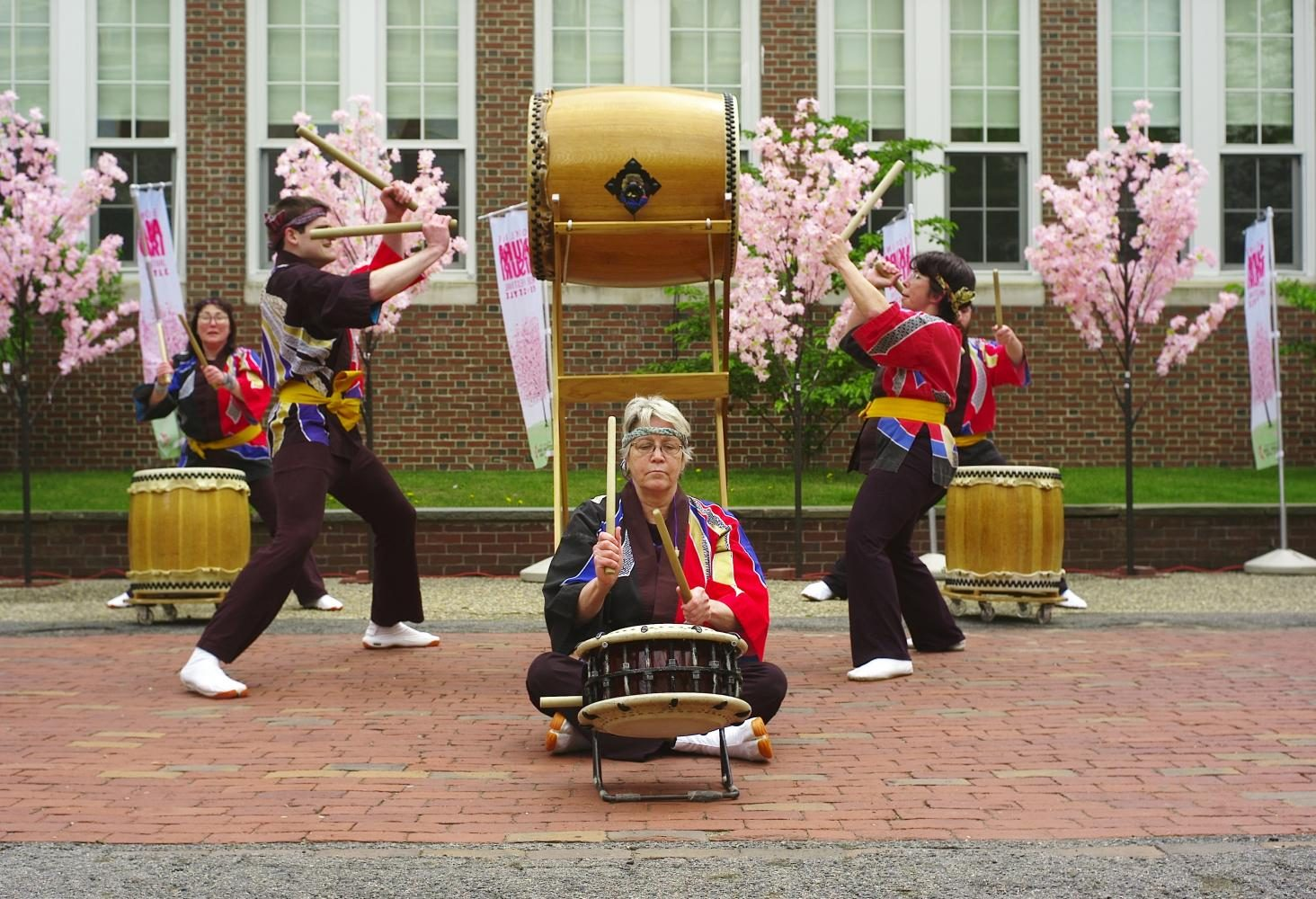 Kathleen+Joss+leads+the+drummers+of+Odaiko+New+England.+The+ensemble+drumming+group+plays+the+taiko+drum%2C+a+type+of+Japanese+drum.+%0AGabriel+Lee%2FSagamore+Staff