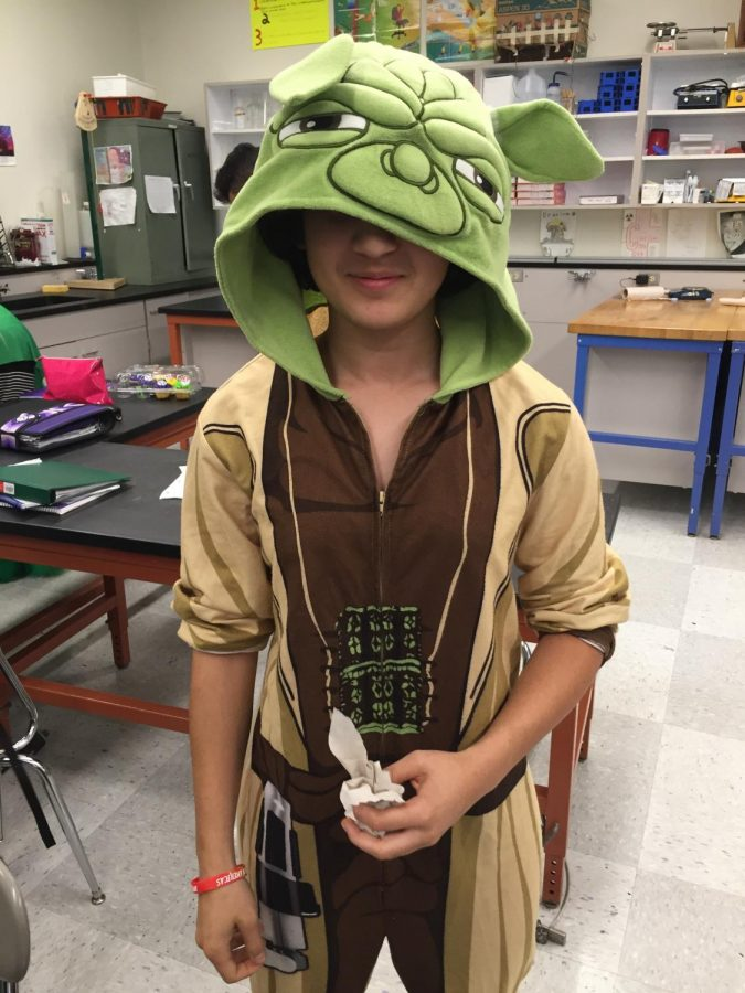 Sophomore Saya Ameli dressed as Yoda