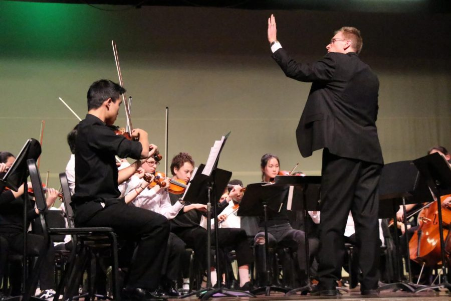 John+Ferguson+conducts+the+combined+orchestras+for+%22Stoptime+Rag%22+by+Scott+Joplin.