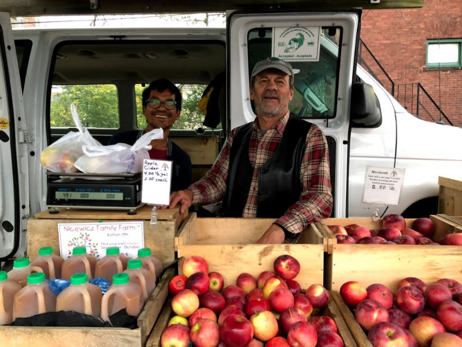The+Brookline+Farmers+Market+provides+a+local+and+convenient+opportunity+for+Brookline+residents+to+purchase+healthy%2C+sustainable+and+affordable+groceries.