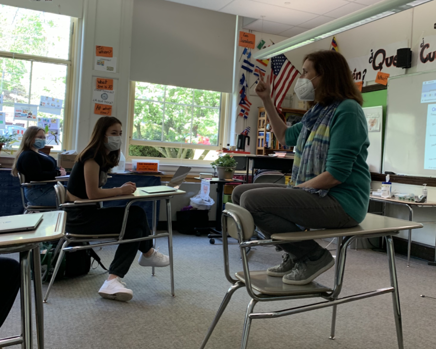 Betsy+Davis%2C+who+teaches+in+her+French+classrooms+and+serves+as+the+high+school%27s+International+Student+Adviser+recently+received+the+Brookline+Education+Foundation%E2%80%99s+%28BEF%29+Ernest+R.+Caverly+Award.